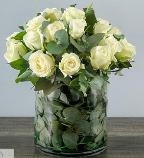 Arreglo Floral De Rosas Blancas