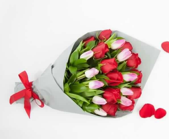 Ramo Extendido De Rosas Y Tulipanes