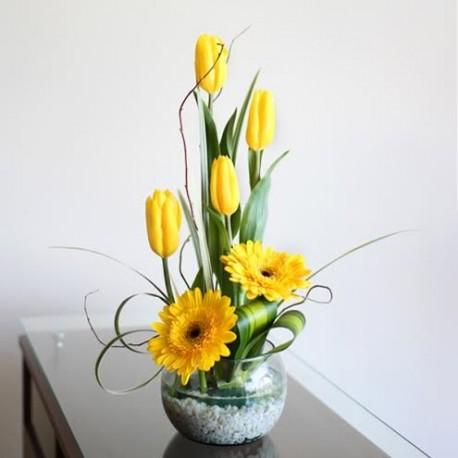 Pecera Con Tulipanes Y Gerberas