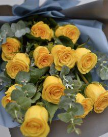 ramo 12 rosas amarillas detalle